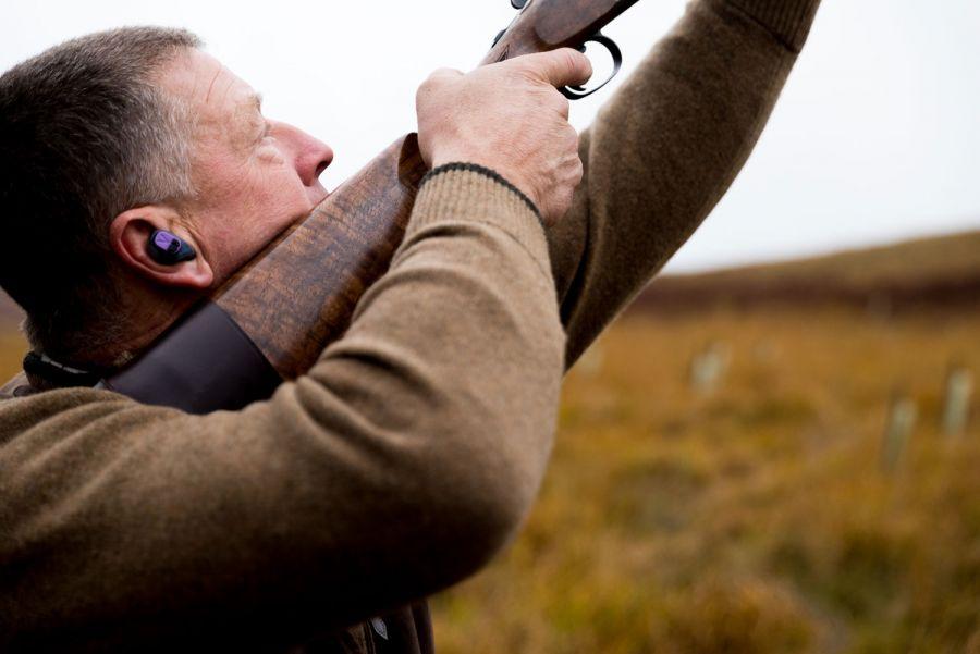 Man mounting shotgun to cheek