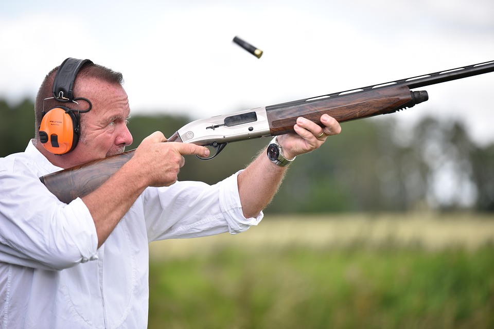 Man holding a shotgun clay shooting