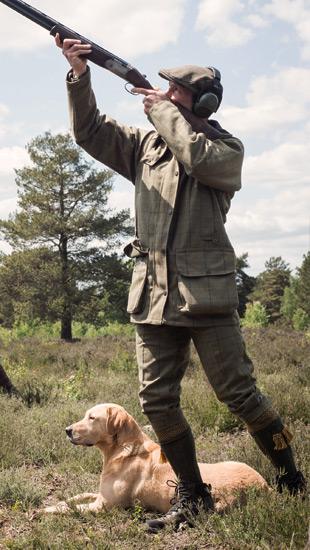 Man using correct footwork shooting